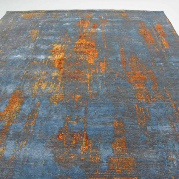 Traditional Distressed Persian Handknotted Rug